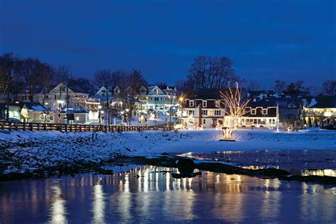 Christmas Decorating Home by Christmas In Kennebunkport Maine