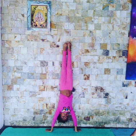 tutorial invertidas yoga 25 ideas destacadas sobre parada de manos en pinterest