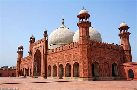 masjid design in pakistan these are the world s most beautiful mosques daily mail
