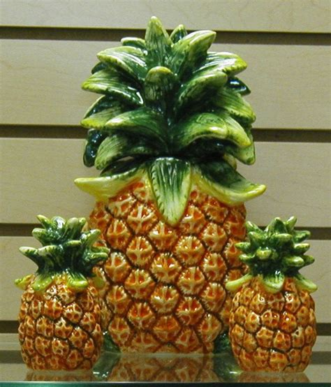 Pineapple Decorations For Kitchen by 1000 Images About Anything Pineapple On