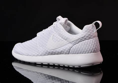 nike roshe run  white nitroliciouscom