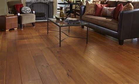 wide plank wood flooring
