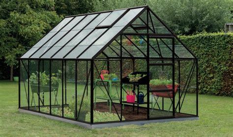 serre pour jardin comment choisir sa serre de jardin jardinerie truffaut