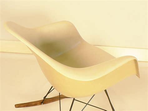 chaise à bascule eames fauteuil eames rar maisonsimone com