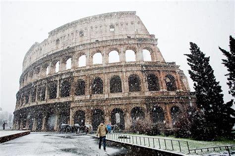 ingresso colosseo e fori imperiali maltempo chiusi colosseo e fori imperiali e i turisti