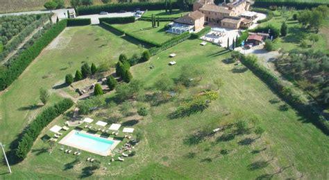 centro benessere giardini agriturismo con centro benessere e piscina coperta sul