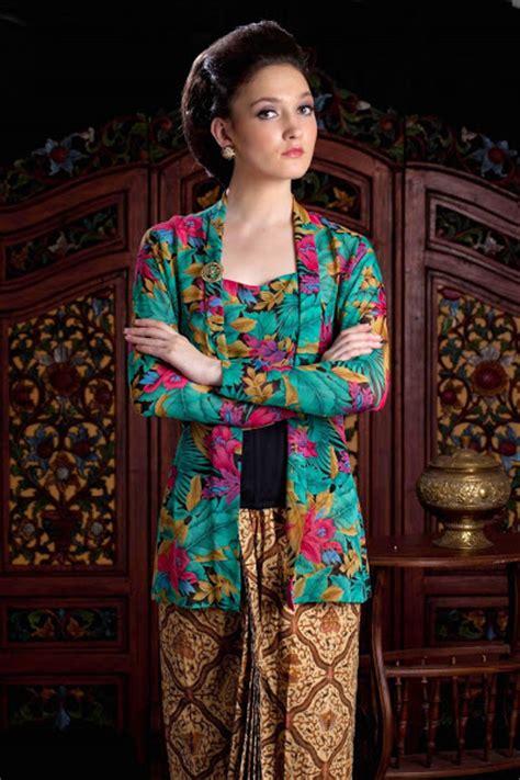 Stelan Batik Kebaya Bordir Bunga 3 4 Rok Span Embos Panjang Sb01 tren model kebaya ibu negara kutu baru modern 2015