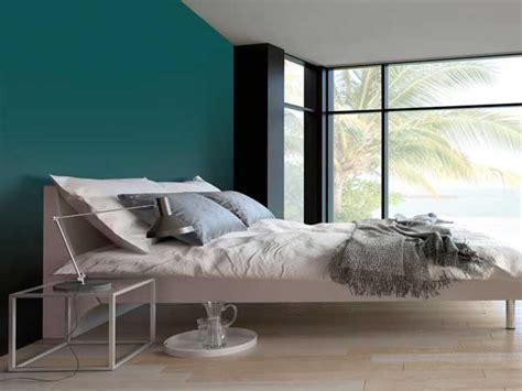 Charmant Couleur Violet Pour Chambre #1: couleur-gris-urbain-sur-un-mur-de-chambre-parentale.jpg