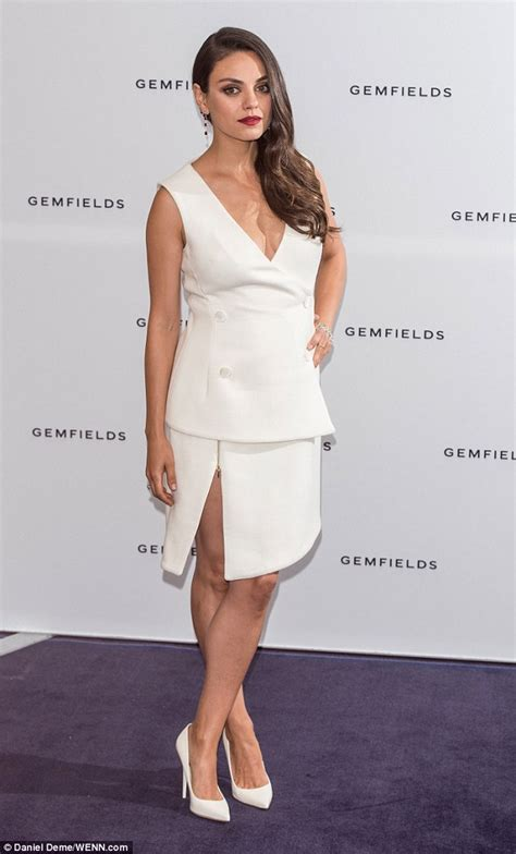Dress Milla White mila kunis wows in plunging white dress at