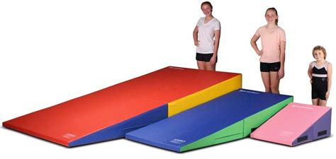 9 tumbling mats for to practice their acrobatic