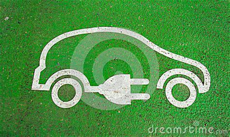 Auto Kologie by Symbol Auf Der Pflasterung Einer Elektroautoaufladung