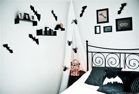 creepy bedroom decor creepy crawly bedroom spiders bats