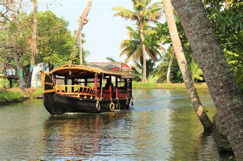house boat kerala experience the amazing colours of kerala backwater in