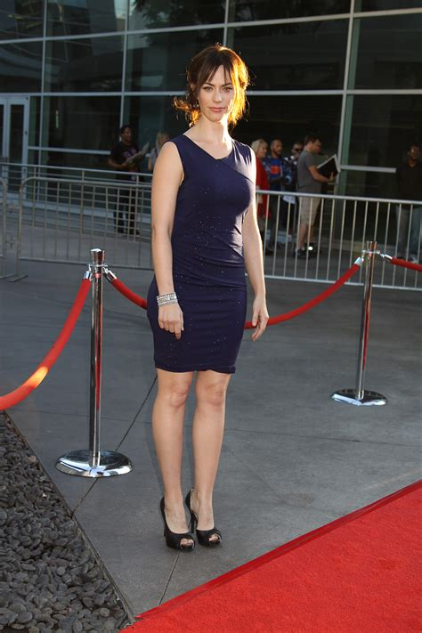 does mavgie siff wear extensions maggie siff at the premiere screening of fx s sons of
