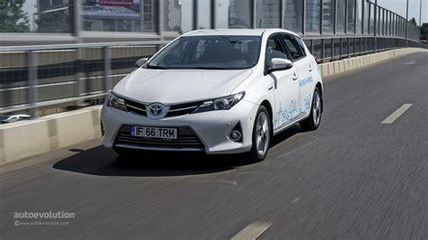 toyota auris hybrid review 2014 toyota auris hybrid review autoevolution