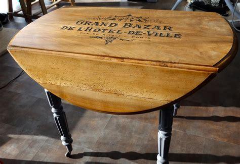 Relooker Une Table Ronde by Table Ronde Relook 233 Bazar H 244 Tel De Ville Vernis Noyer