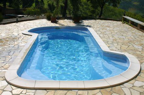 piscina in pregi e difetti delle piscine in vetroresinail delle