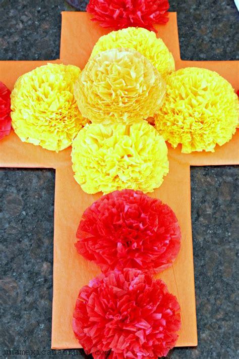 imagenes de como decorar un altar de muertos una mexicana en usa cruz de flores de papel para el d 237 a