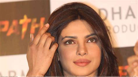 priyanka chopra agneepath photos priyanka chopra face closeup at agneepath success meet