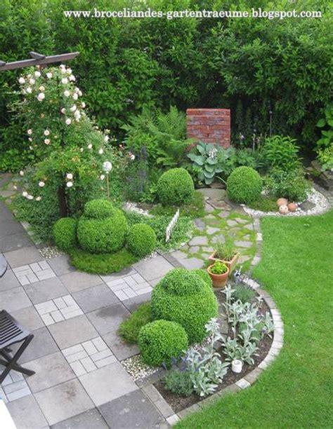 Gartenumrandung Pflanzen by Broceliandes Gartentr 228 Ume Junibilder