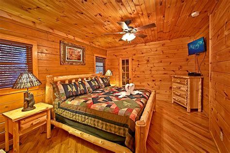 2 bedroom cabins in gatlinburg 2 bedroom pool cabin in gatlinburg elk springs resort