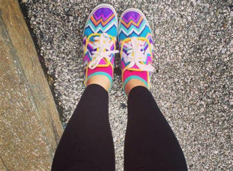 decorar zapatos con marcadores 36 ideas para darle vida a unos zapatos blancos usando