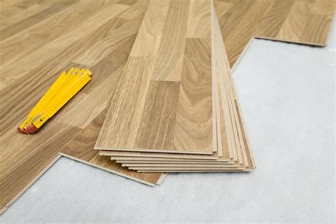 Installing Laminate Flooring Tile by Plaatsing Laminaat Amerhout