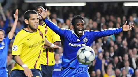 chelsea boots bandung ex chelsea star michael essien signs for indonesian club