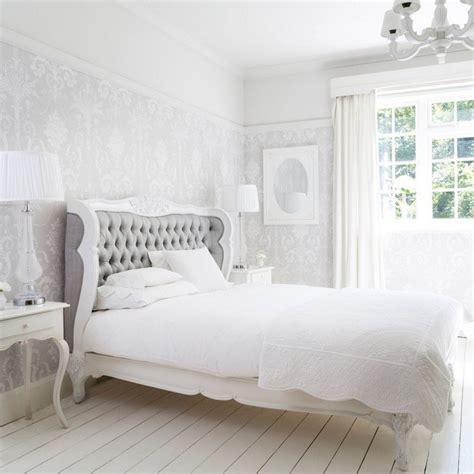 grey and white bedroom wallpaper chambre taupe pour un d 233 cor romantique et 233 l 233 gant