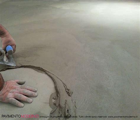 pavimento in cemento spatolato differenza tra pavimento in resina e cemento di diverso tipo