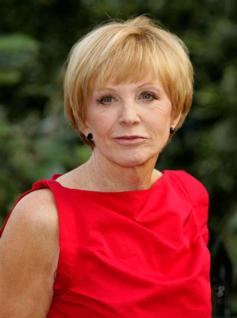 anne robinson hairstyles anne robinson is using dating app tinder aged 72