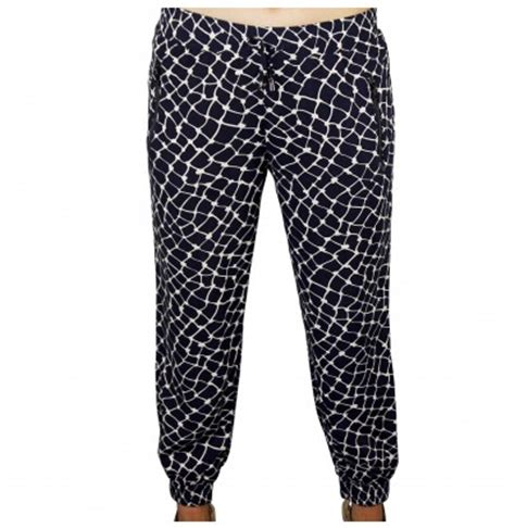 comfortable pants for long flight what to wear on a long flight get in the hot spot with