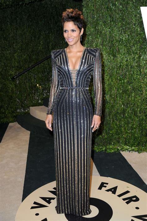 Vanity Fair Oscar 2013 S Fashion Halle Berry At Oscar 2013 Vanity