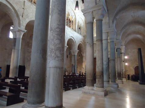 cattedrale di trani interno cattedrale di trani vista dell interno foto di