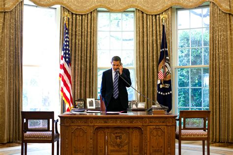 Obama Oval Office Desk Image Gallery Oval Office Desk