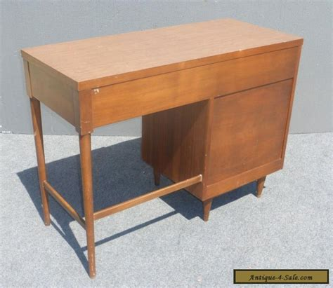 Mid Century Modern Desk For Sale Vintage Mid Century Modern Style Writing Desk 4 Drawers Peg Legs For Sale In United States
