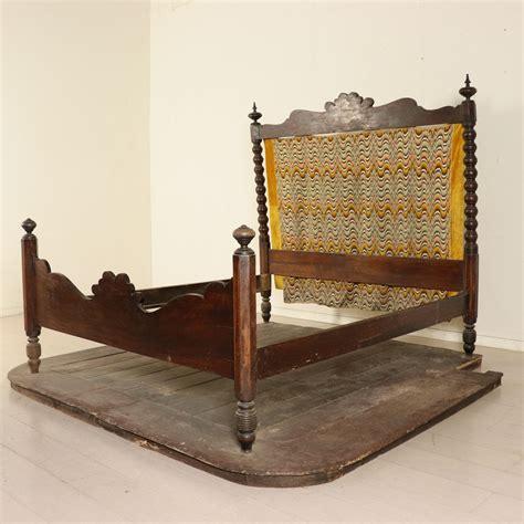 pedana letto letto con colonne tornite e pedana letti e testate
