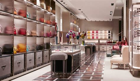 home design stores milan milan fashion boutiques gucci unveils new store concept