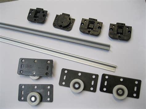 guide scorrevoli per armadi binario con accessori per armadio scorrevole vano cm150