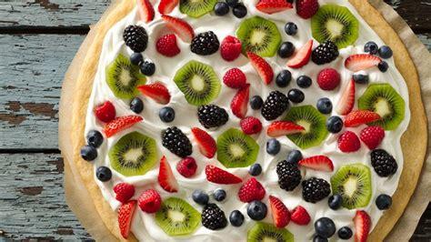 fruit pizza fruit pizza recipe bettycrocker
