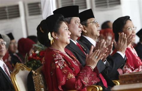 Baju Kebaya Ibu Ani Yudhoyono kebaya merah cantik ibu ani yudhoyono saat upacara peringatan kemerdekaan ri vemale