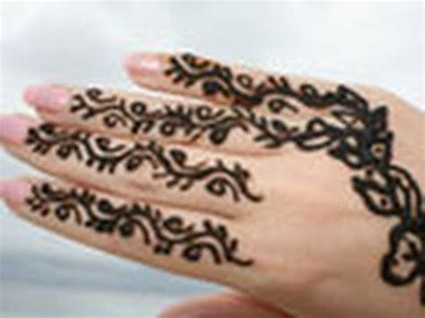 henna tattoo hand machen lassen traditionell henna