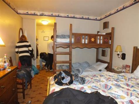 chambre hotel disney notre chambre picture of disney s hotel cheyenne marne