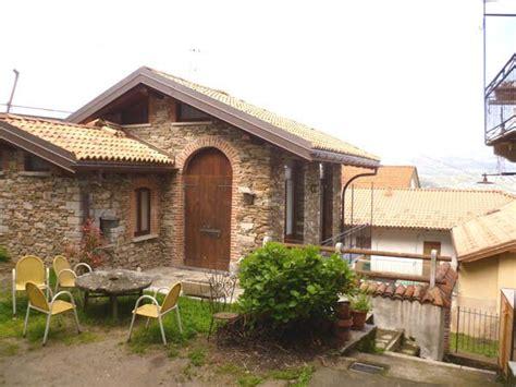 casa in pietra casa in pietra sulla collina di stresa con giardino e
