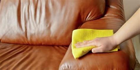 nettoyage d un canapé en cuir comment entretenir et nettoyer canap 233 cuir topdeco pro