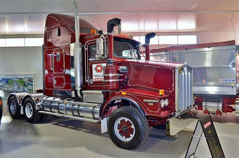 dealer kenworth file kenworth t650 kenworth dealer hall of fame 2015 jpg