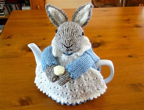 tea cozy knitting pattern 25 best ideas about tea cozy on tea cosies