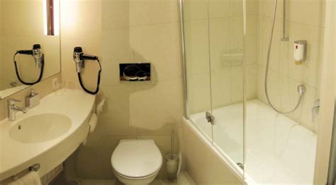 disabled hotel room layout enchanting 10 non ada bathroom decorating inspiration of