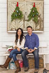 hgtv fixer upper hosts holiday home pictures popsugar home behind the scenes hgtv s celebrity holiday homes