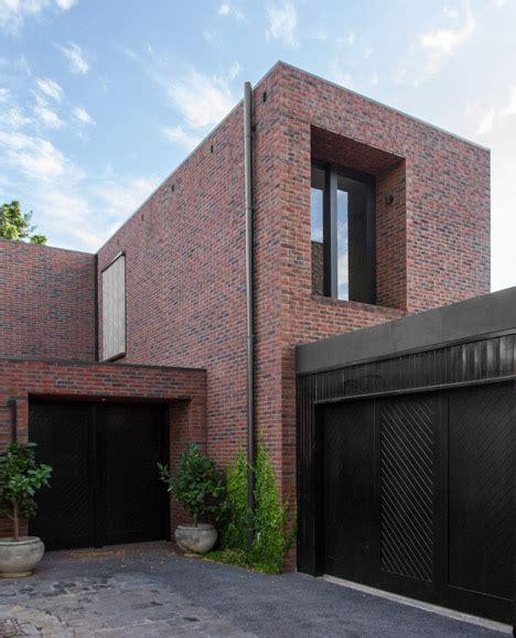 Set Semi Berlian sanaa triumphs in hotly contested sydney modern gallery